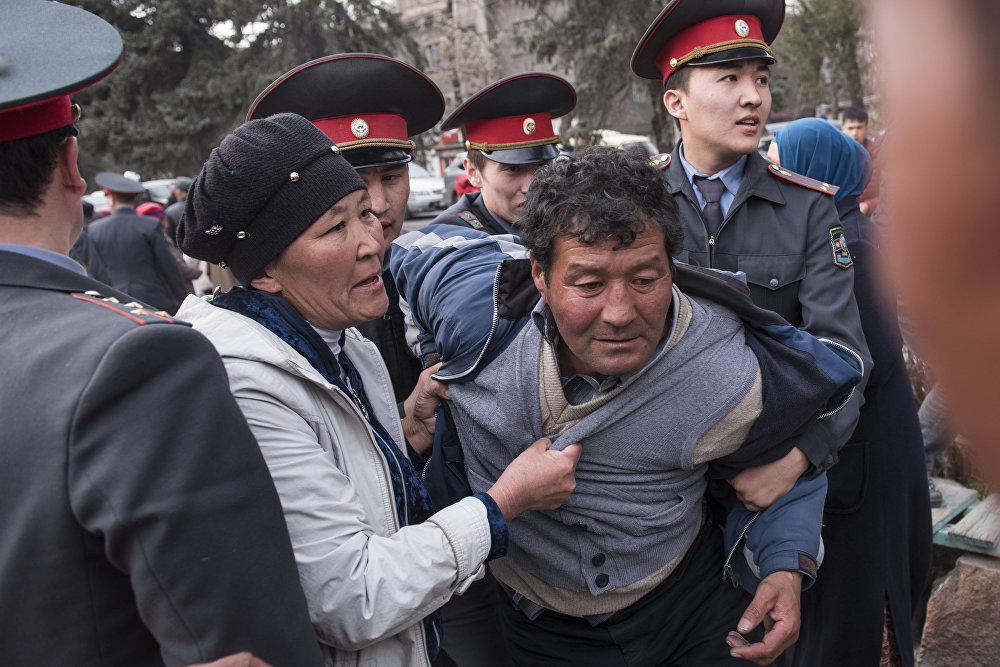 Милицией были задержаны 68 человек