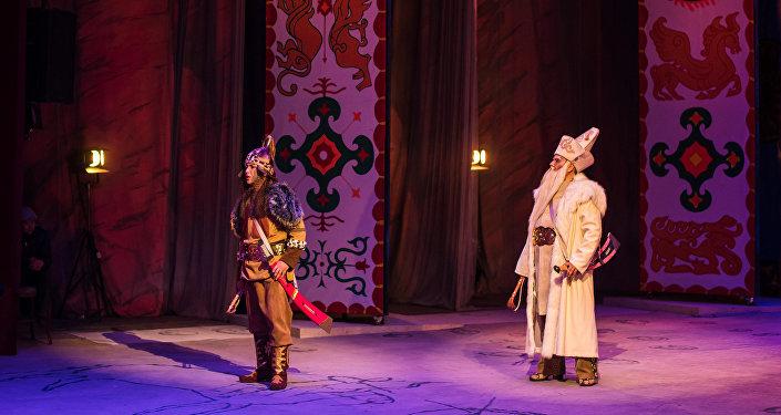 Артисты во время выступления на сцене театра. Архивное фото