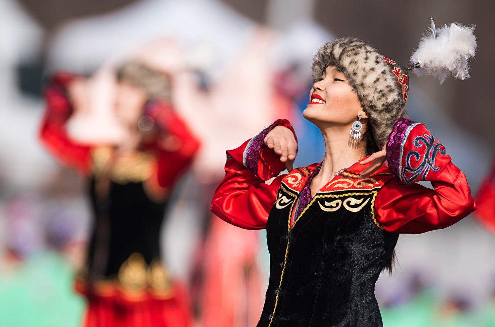 Празднование Нооруза в Бишкеке началось на площади Ала-Тоо