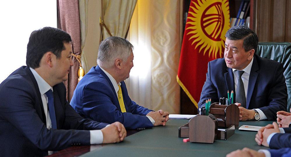 КР премьер-министри Сооронбай Жээнбеков жана Анатолий Карпов менен жолукту.