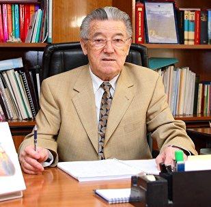 Кыргызстандын гана эмес, Россиянын илимдер академиясынын академиги, Нью-Йорк академиясынын мүчөсү Мирсаид Миррахимовдун архивдик сүрөтү