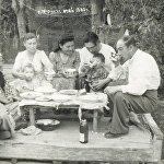 Миррахимовы за столом, фото сделано в 1950 году