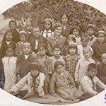 Ученики узбекской начальной школы во Фрунзе. Миррахимов во втором ряду первый слева.