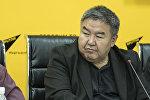 экономика илимдеринин доктору Жумакадыр Акенеев Sputnik Кыргызстан агенттигинин мультимедиалык борборунда өткөн видекөпүрө учурунда
