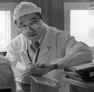 Врач-терапевт, директор Научно-исследовательского института кардиологии при Министерстве здравоохранения КР, член-корреспондент Академии медицинских наук СССР Мирсаид Мирхамидович Миррахимов