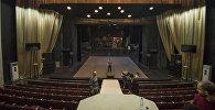 Токтоболот Абдумомунов атындагы Кыргыз улуттук драма театрынын сахнасы. Архив