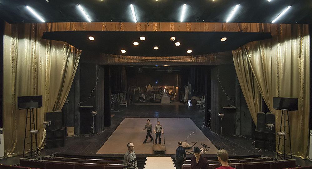 Театр сахнасы. Архив