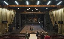 Сцена национального академического театра драмы имени Токтоболота Абдумомунова