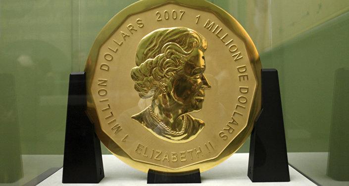 Стокилограммовая золотая монета Большой кленовый лист номинальной стоимостью в $1 млн и весом в 100 кг в Музее Боде