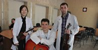 Кечээ Улуттук фтизиатрия борборунда дарыланып жаткан балдарга арналган майрамдык иш-чарада Кыргыз мамлекеттик медициналык окуу жайдын студенттери чакан концерт тартуулашты