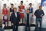 Награждение победителей турнира по боксу Дальневосточного федерального округа РФ в Южно-Сахалинске, кыргызстанец Дастан Абдрахманов в центре