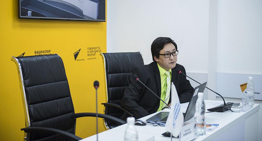 Радиоведущий и редактор Sputnik Кыргызстан Таалайбек Ороскулов. Архивное фото