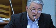Архивное фото экс-депутата Жогорку Кенеша от фракцииАта Мекен Райкана Тологонова во время заседания
