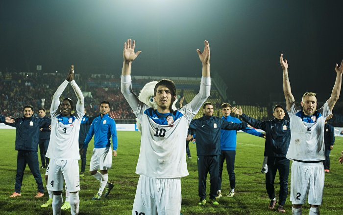 Футболисты отечественной сборной празднуют победу. Архивное фото