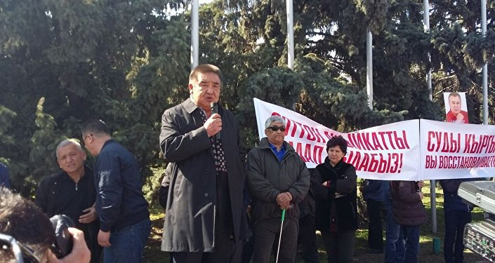 Болот Шер на митинге сторонников Омурбека Текебаева на старой площади