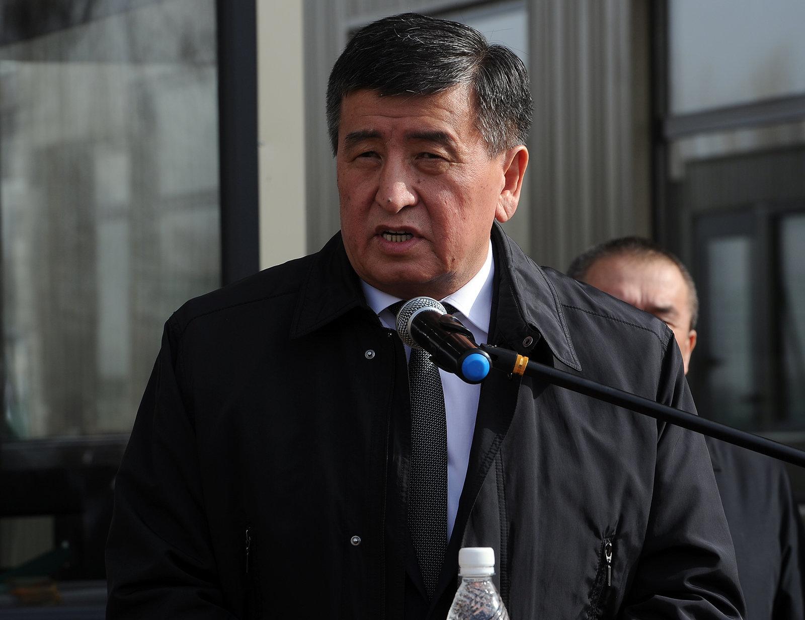 Премьер-министр Сооронбай Жээнбеков на церемонии открытия обновленного контрольно-пропускного пункта Токмок-автодорожный