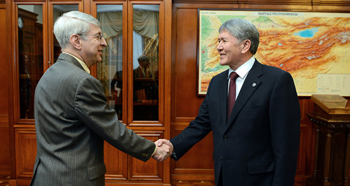 Президент Кыргызстана Алмазбек Атамбаев принял главу медиакорпорации Радио Свободная Европа/Радио Свобода Томаса Кента