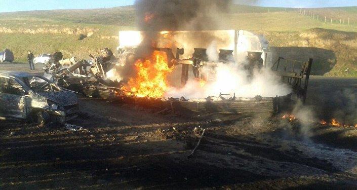 В пятницу, 31 марта, на 574-м километре трассы Бишкек — Ош (Сузакский район Джалал-Абадской области) произошла автоавария