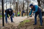 Мер Бишкека Албек Ибраимов на общегородском субботнике по санитарной очистке городской территории