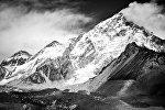 Вид на горы Джомолунгма (Эверест). Архивное фото
