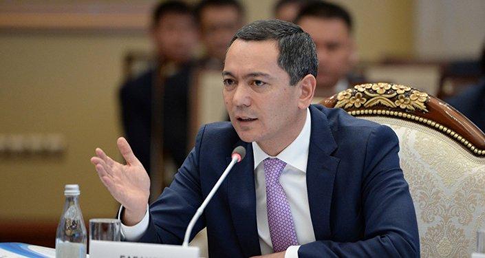 Жогорку Кеңештин депутаты Өмүрбек Бабановдун архивдик сүрөтү