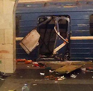 Поврежденный вагон поезда на станции метро Технологический институт в Санкт-Петербурге после теракта. Архивное фото