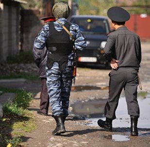 Сотрудники МВД в поисках преступников. Архивное фото