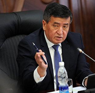 Премьер-министра Кыргызской Республики Сооронбай Жээнбекова на рабочем совещании. Архивное фото