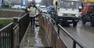 Сломанный мост на пересечении проспекта Чуй и улицы Ауэзова