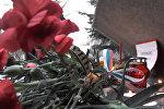 В Санкт-Петербурге, Москве, Севастополе и Лондоне жители почтили память погибших при теракте 3 апреля пассажиров метро. Смотрите на видео, как проходили акции в разных городах.