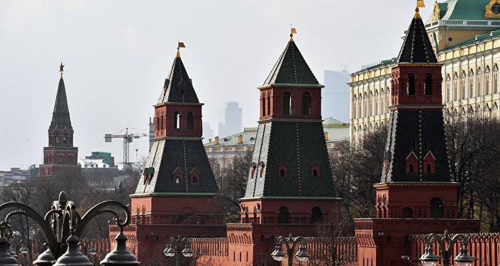 Башни Московского Кремля. Архивное фото