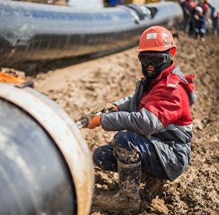 Строительство магистрального газопровода Бухарский газоносный район —Ташкент — Бишкек — Алматы