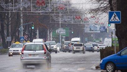 Автомобильное движение в Бишкеке. Архивное фото