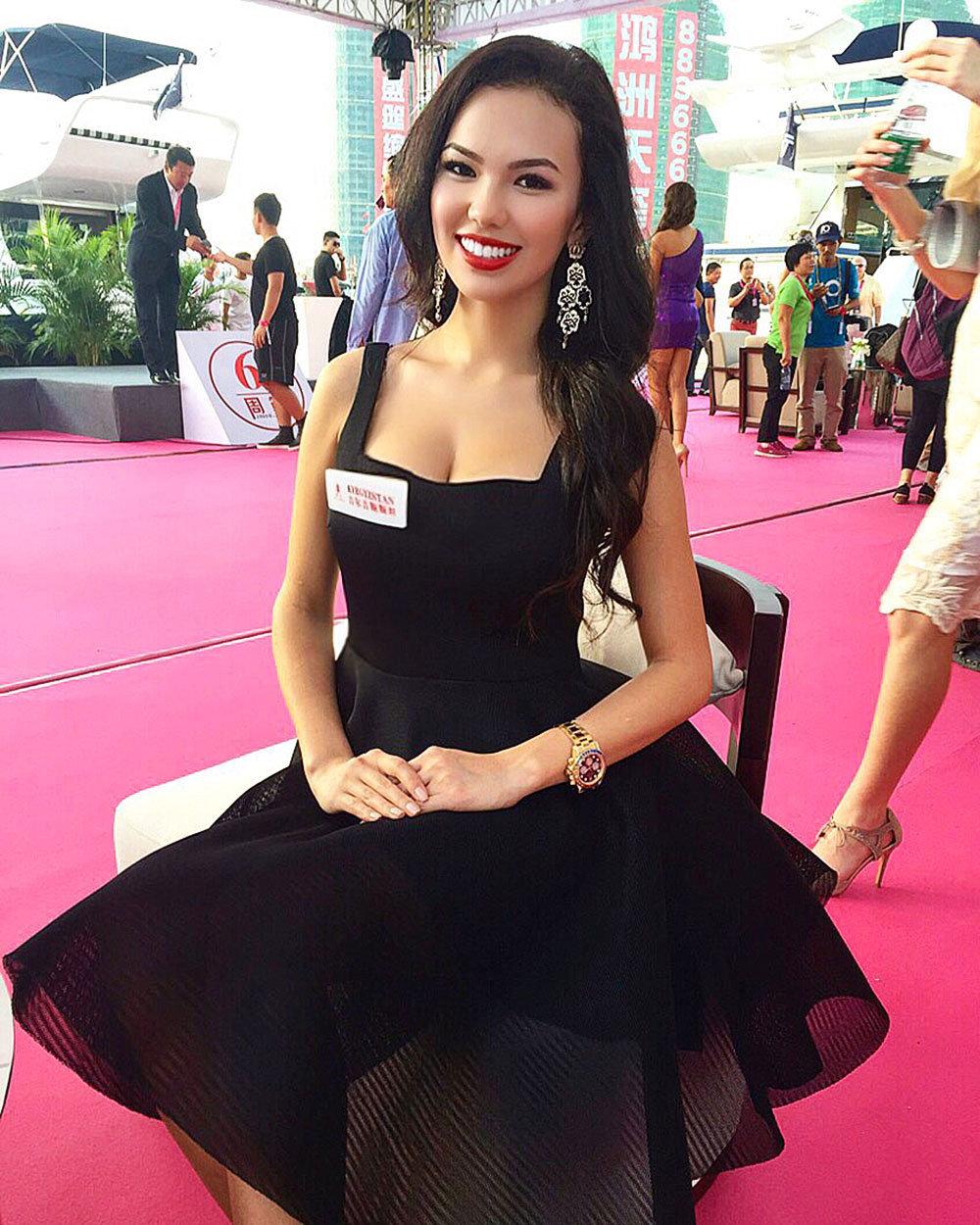 Победительница национального конкурса красоты Таттыбубу Самидин кызы в Китае