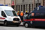 Россиянын тез жардам жана тергөө унаалары Санкт-Петербургдагы метродогу жардыруудан кийин