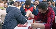 Нарын шаарынын Турдакун Усубалиев атындагы борбордук аянтында бүткүл дүйнөлүк ден соолук күнүнө карата спорттук мелдештер өттү