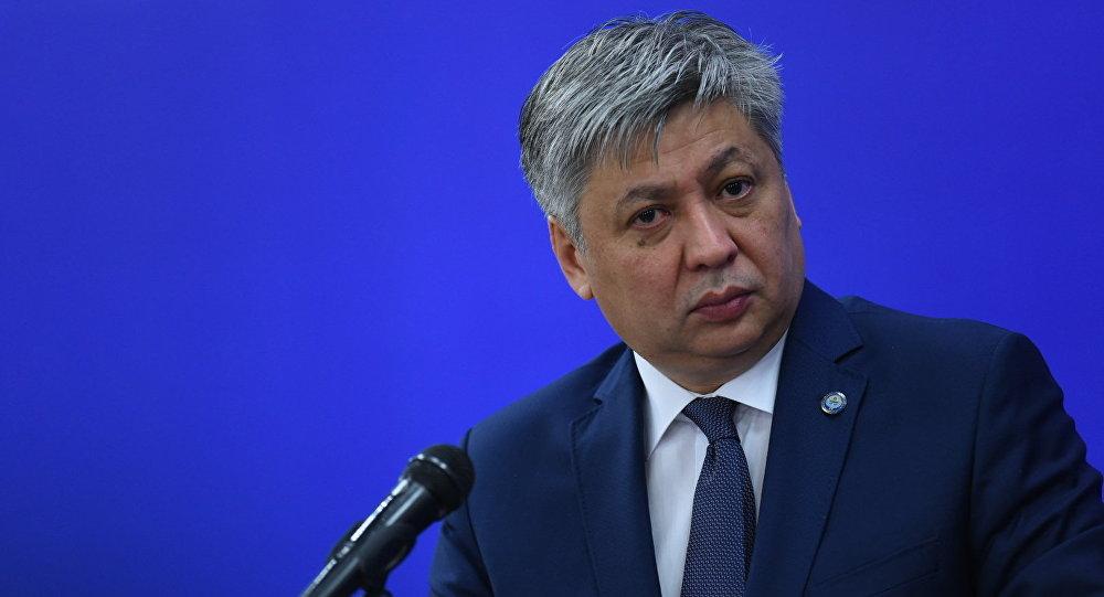 КРдин Тышкы иштер министри Эрлан Абдылдаевдин архивдик сүрөтү
