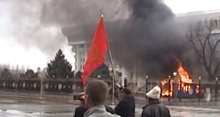 Атамбаевдин 7-апрелге карата кайрылуусу видеоролик болуп чыкты