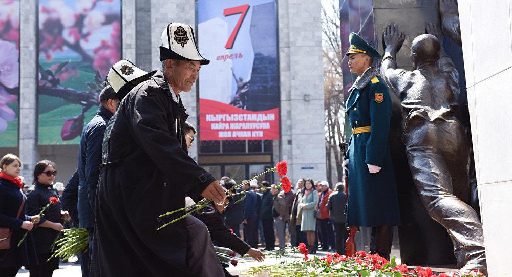 Памятник погибшим героям народной Апрельской революции. Архивное фото