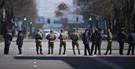 Архивное фото сотрудников МВД патрулирующие дорогу