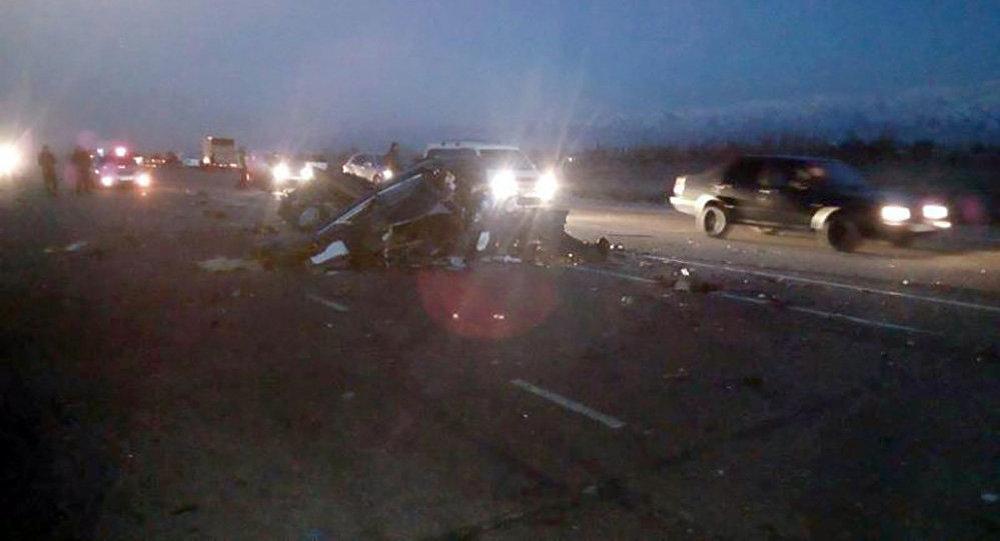 При столкновении 3-х машин насевере Киргизии погибли 5 человек