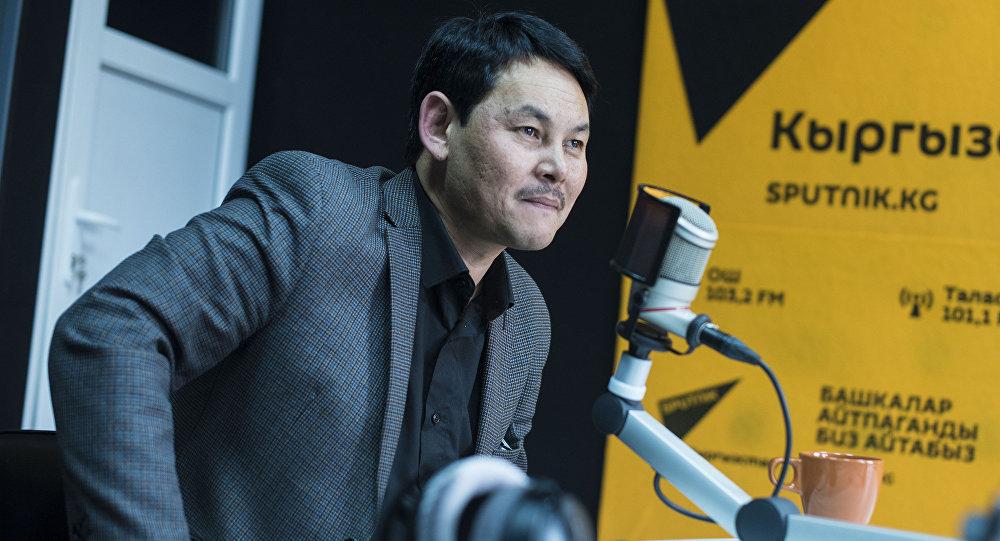 Известный кыргызский актер Назым Мендебаиров во время интервью Sputnik Кыргызстан. Архивное фото