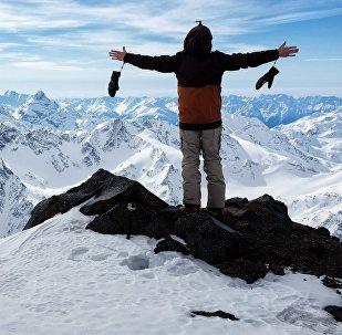 Турист в горах. Архивное фото