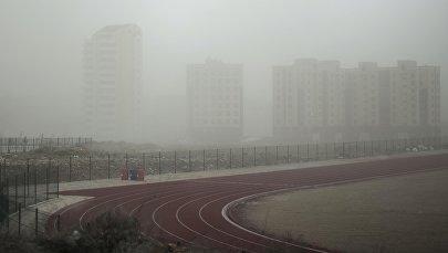 Вид на новостройки в микрорайоне Джал во время сильного ветра в Бишкеке. Архивное фото