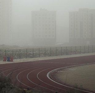 Вид на новостройки в микрорайоне Джал во время тумана. Архивное фото