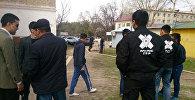 Сотрудники ГБР на пересечении улиц Жукеева-Пудовкина и Джантошева
