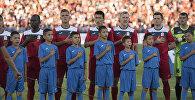 Футболисты сборной Кыргызстана исполняют гимн перед матчем. Архивное фото