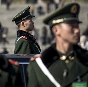 Кытай полиция кызматкери. Архивдик сүрөт