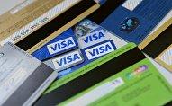 Банковские карты международных платежных систем VISA. Архивное фото