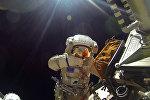Космонавт на открытом космосе. Архивное фото